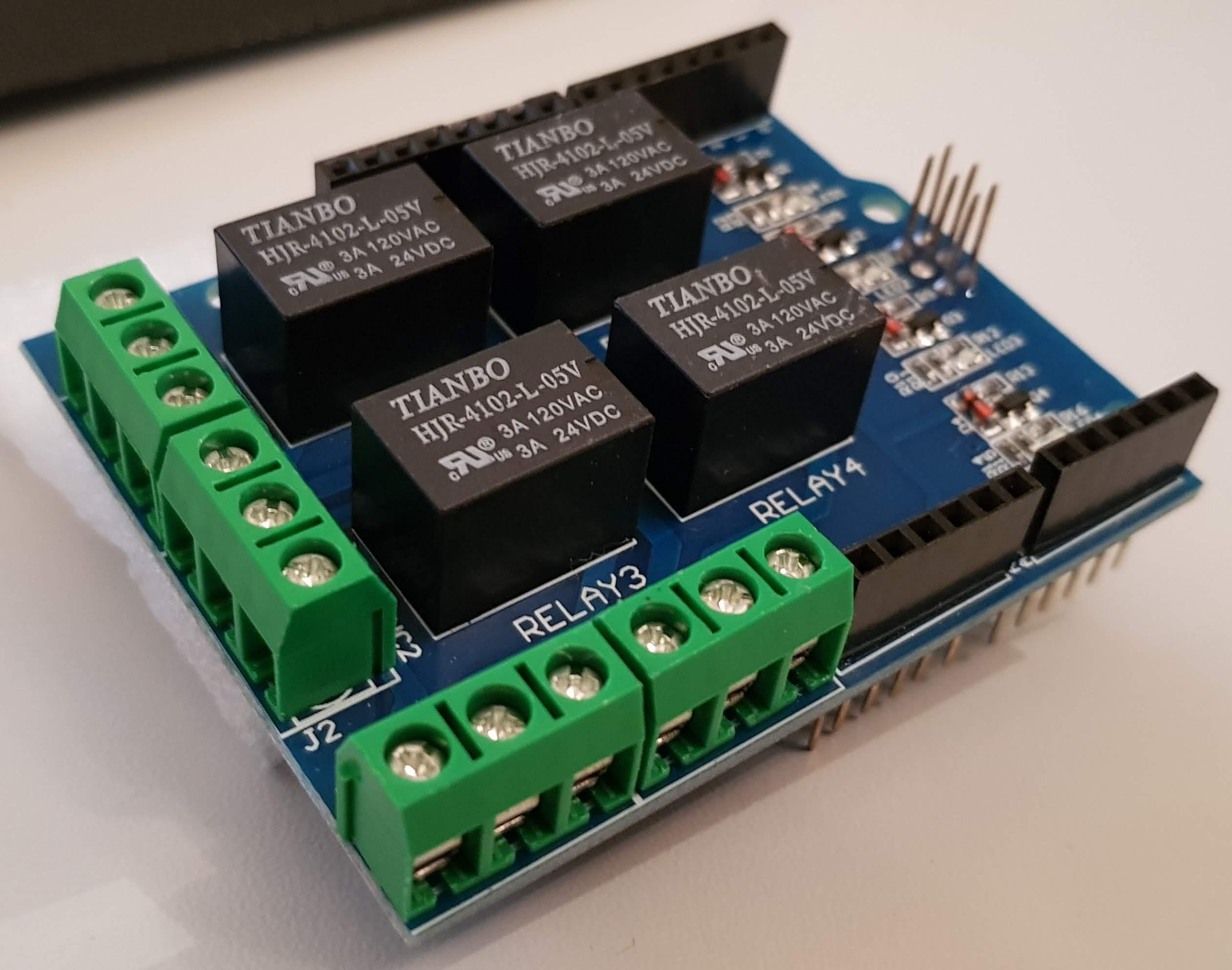 Arduino 4 Relay Zusatzplatine perspektivisch