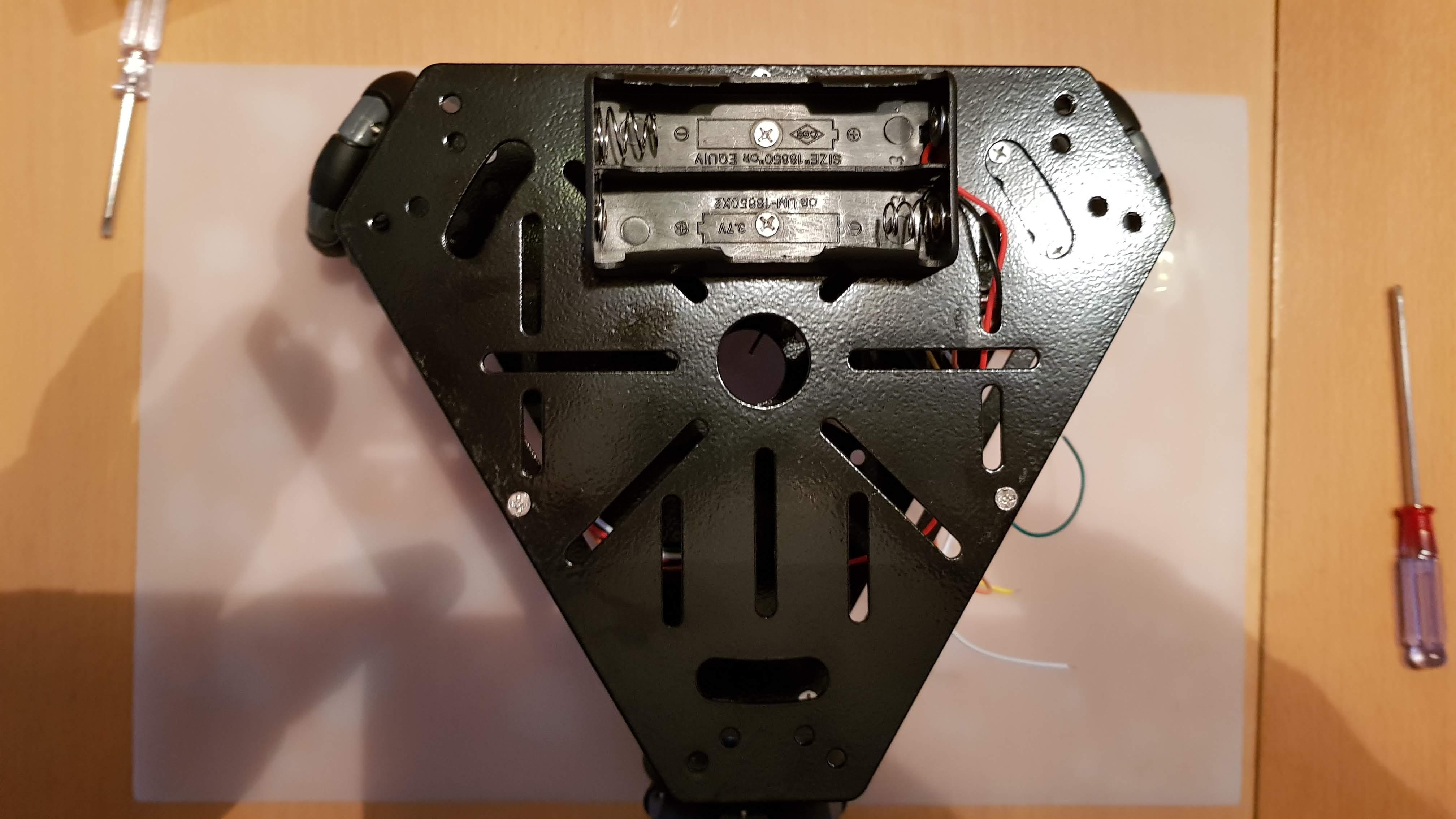 Omnicar Bodenplatte mit aufgeschraubtes Batteriefach