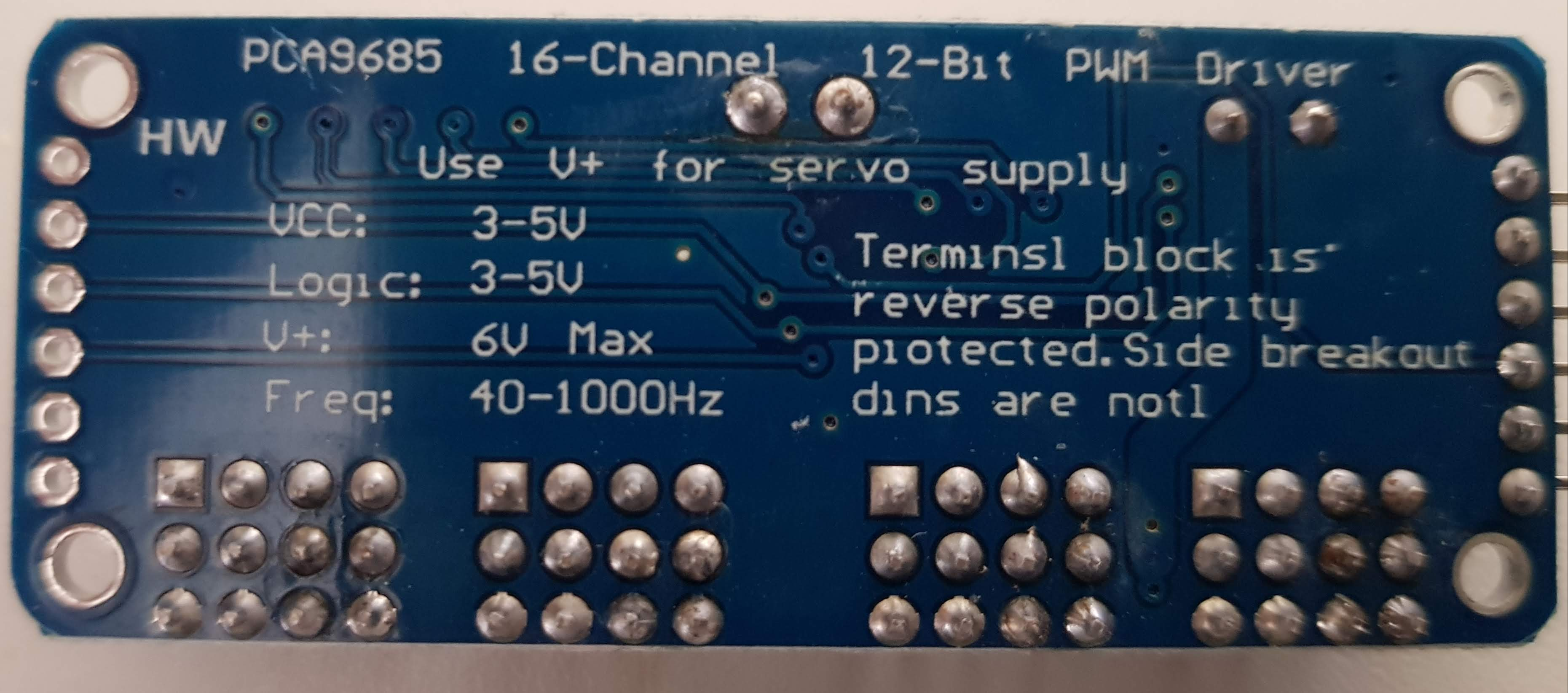PCA 9685 Servo Driver Board unten